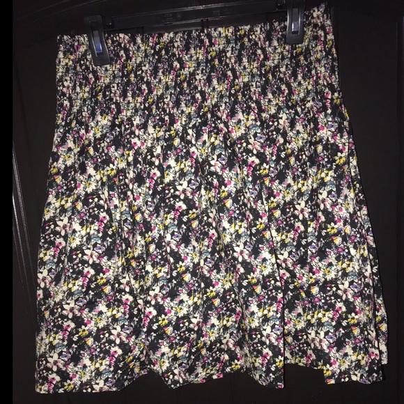 H&M Dresses & Skirts - H&M Floral Mini Skirt